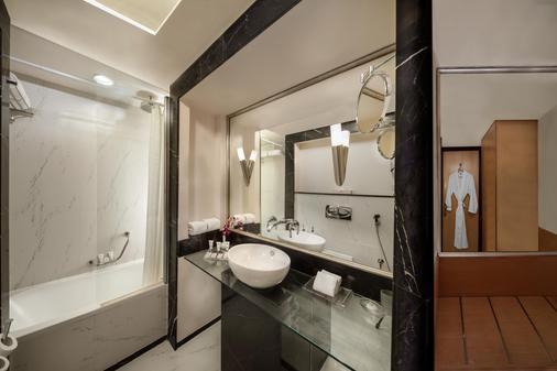 Savoy Suites Hotel Apartments - Ντουμπάι - Μπάνιο
