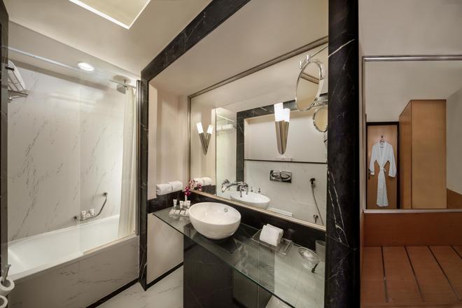 薩伏依套房公寓酒店 - 杜拜 - 杜拜 - 浴室
