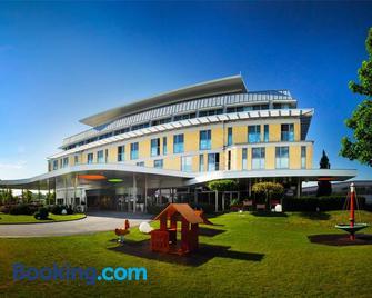 Hotel Sonnenpark & Therme (included) - Lutzmannsburg - Gebäude