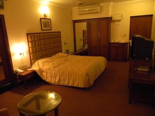 Oyo 14438 Bel Air - Pune - Bedroom