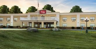Red Roof Inn & Suites Newburgh - Stewart Airport - New Windsor