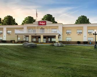Red Roof Inn & Suites Newburgh - Stewart Airport - New Windsor - Building