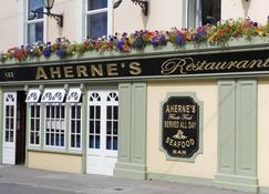 Ahernes Townhouse & Seafood Bar - Youghal - Outdoor view