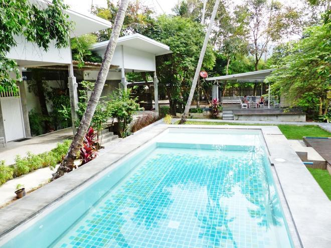 Glur Hostel - Ao Nang - Pool
