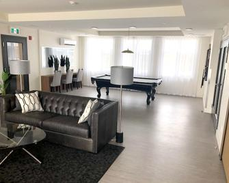 Apartment With one Bedroom in Brossard, With Furnished Terrace and Wifi - Броссар - Living room