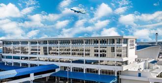 โฟร์พอยท์ส บายเชอราตัน สนามบินฮันท์สวิลล์ - ฮันต์วิลล์