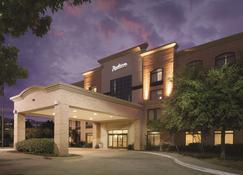 Radisson Hotel Dallas North Addison - Addison - Building