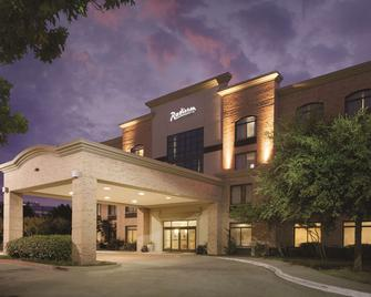 Radisson Hotel Dallas North Addison - Addison - Building