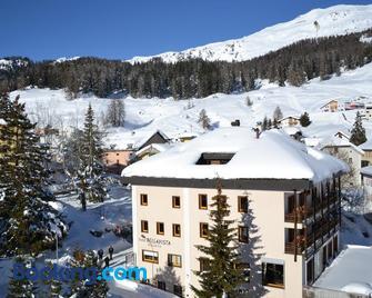 Hotel Bellavista Swisslodge - Guarda - Building