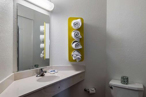 Motel 6 Junction City - Junction City - Bathroom
