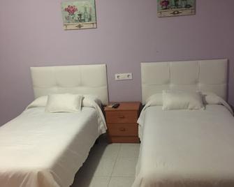 Hostal Restaurante Asturias - Jarilla - Bedroom