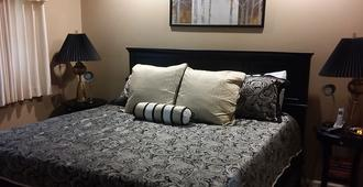 Pointe Royale Condominium Resort & Golf Course - Branson - Bedroom