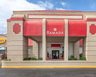 Ramada by Wyndham Titusville/Kennedy Space Center - Titusville - Gebäude