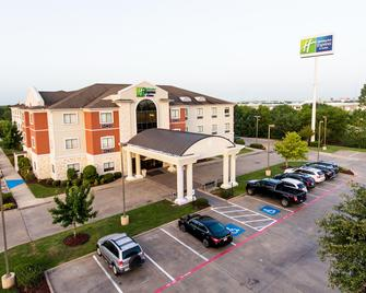 Holiday Inn Express Hotel & Suites Greenville - Greenville - Building