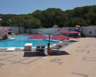 Club Esse Cala Bitta - Baia Sardinia - Zwembad