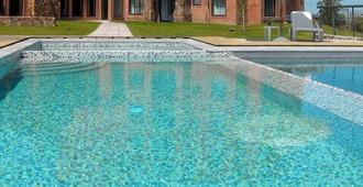 Regency Park Hotel + Spa - Montevideo - Pool