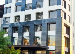 Hotel Almeida - Chandigarh - Gebäude