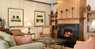 Country Inn & Suites by Radisson, Peoria North IL - Peoria - Wohnzimmer