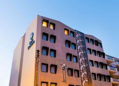 Best Western Hotel Journel Saint-Laurent-du-Var - Saint-Laurent-du-Var - Edificio