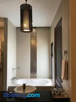 De Chai Colonial Hotel & Spa - Chiang Mai - Phòng tắm