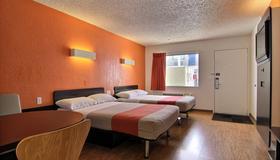 Motel 6 Albuquerque - Coors Road - Albuquerque - Bedroom