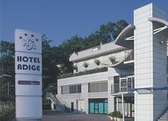 Best Western Hotel Adige - Trydent - Budynek