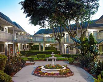 Motel 6 Monterey Marina - Marina - Budova
