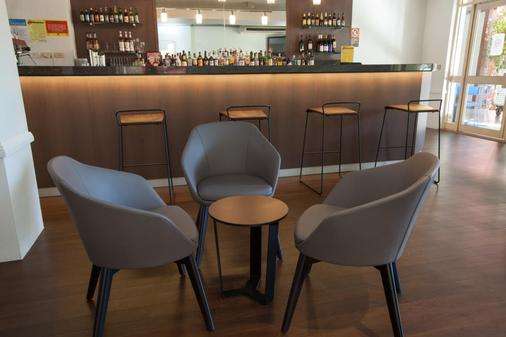 Cks雪梨機場優質飯店 - 雪梨 - 酒吧