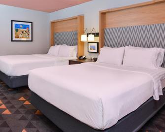 Holiday Inn Auburn-Finger Lakes Region - Auburn - Bedroom