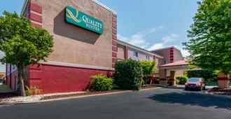 Quality Suites - Wichita