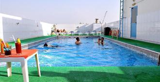 Signature Inn Deira - דובאי - בריכה