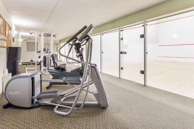 Super 8 by Wyndham Dauphin - Dauphin - Fitnessbereich