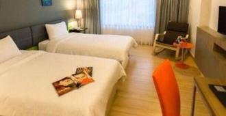 Grand Tower Inn Sathorn Bangkok - Bangkok - Bedroom