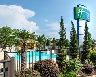 安德森 I-85 智選假日套房酒店 - 安德遜 - 安德森(南卡羅來納州) - 游泳池