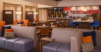Courtyard by Marriott Richmond West - Richmond - Hành lang