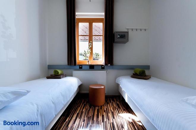 CUBE central rooms for 2 - Ljubljana - Bedroom