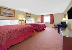 Days Inn & Suites by Wyndham St. Louis/Westport Plaza - St. Louis - Κρεβατοκάμαρα