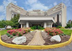 DoubleTree by Hilton Newark Airport - Newark - Building