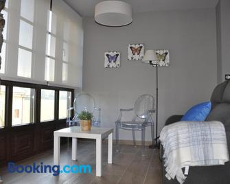 Casa Pacho Apartamentos Rurales - Luarca - Wohnzimmer