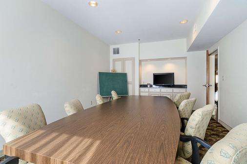 Quality Suites Springdale - Springdale - Dining room