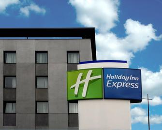 Holiday Inn Express Bilbao - Derio - Building
