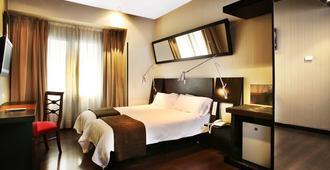 Hotel Avenida Gran Via - Madrid - Habitación