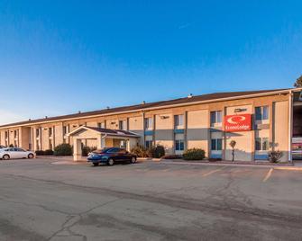 Econo Lodge - Lexington - Building