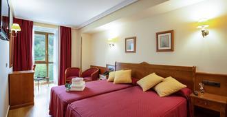 Hotel Ciudad Cangas De Onis - קאנגאס דה אוניס - חדר שינה