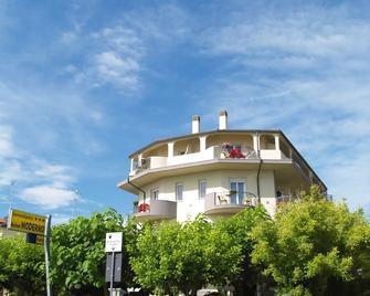 Hotel Moderno - Червія - Building