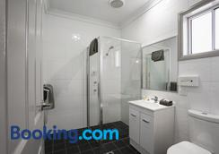 Akuna Motor Inn And Apartments - Dubbo - Bathroom