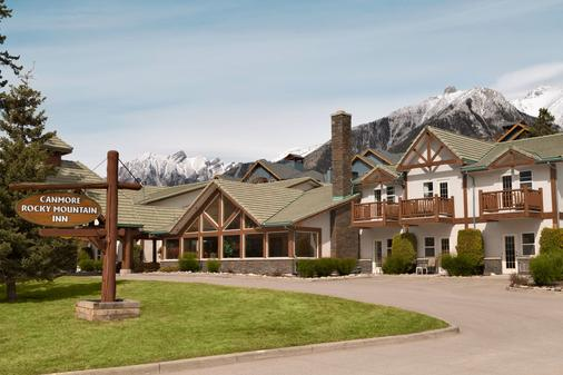 Canmore Rocky Mountain Inn - Canmore - Building