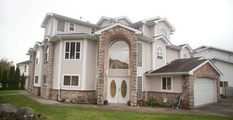 Eagle Close Executive Bed & Breakfast - Prince Rupert - Edificio