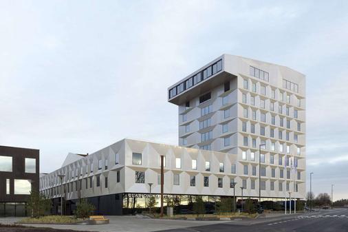 Clarion Hotel Air - Sola - Building