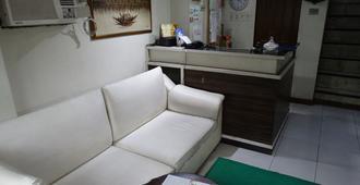 Gaius Pension Inn - Manila - Front desk
